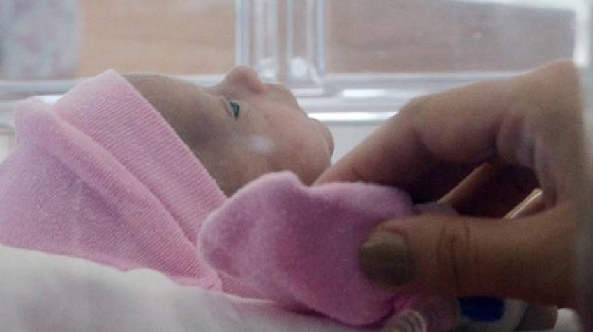 Kilosundan fazla tümörle doğdu