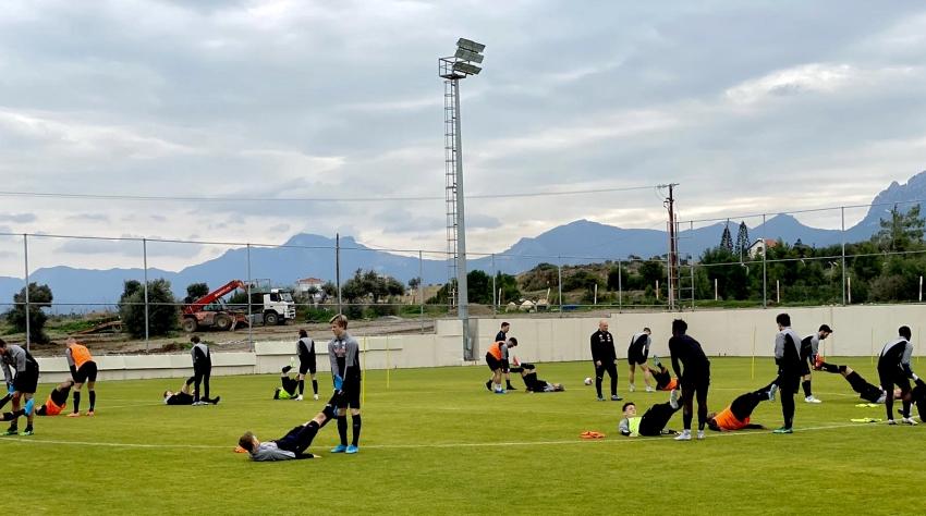 FIFA'ya üye bir ülkenin takımı kamp için KKTC'ye gitti