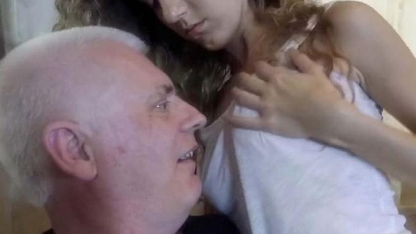 Dede genç torununu çok sevdi ve sikti  Sürpriz Porno Hd