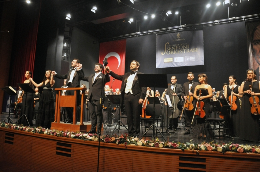 Atatürk'ü anma konserine yoğun ilgi