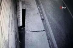 Kontrolünü kaybeden otomobil dükkana daldı