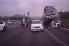 Korkunç kaza: Otoyol savaş alanına döndü