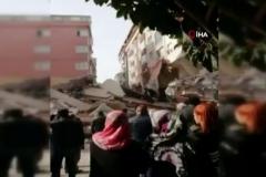 Korkunç olay: 7 katlı binanın çöktü