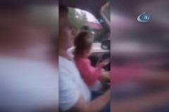 Kucağındaki bebekle araba kullandı