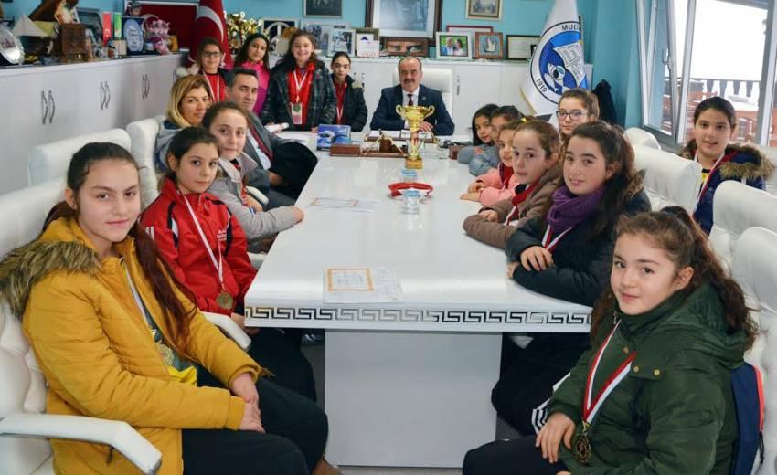 Şampiyonlar kupayı Başkan Türkyılmaz'a getirdi