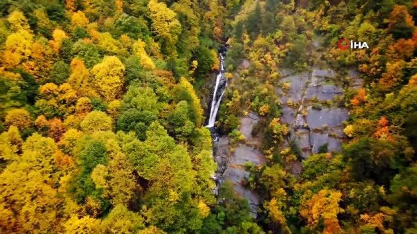 Küreklidere Şelalesi'nde sonbahar güzelliği