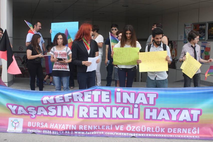 Bursa'da LGBTİ'lilere taşlı saldırı!