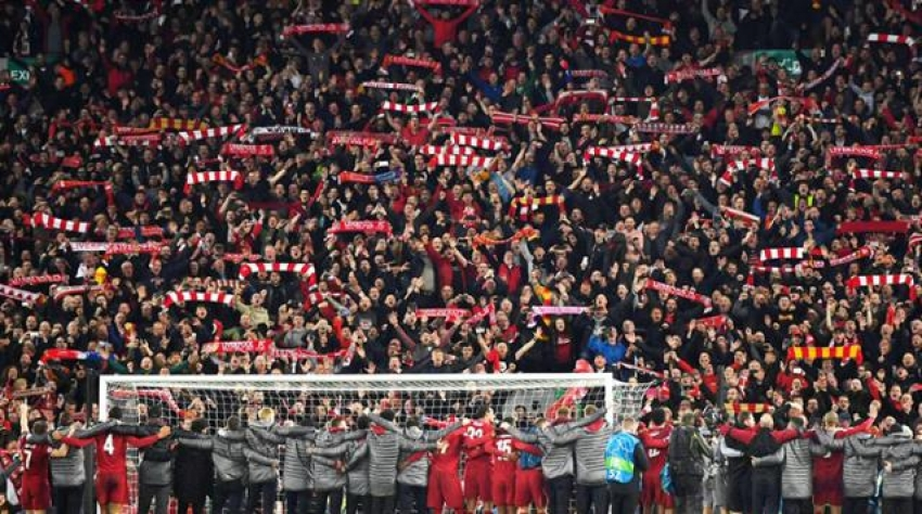Premier Lig'de taraftarlar tribüne geri dönüyor
