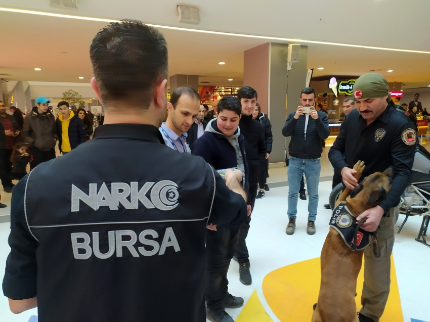 Bursa'daki AVM'de narkotik uygulaması