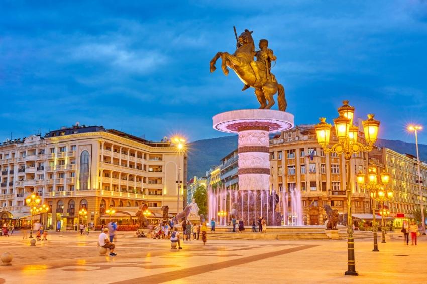 AB ile Makedonya arasında ipler geriliyor