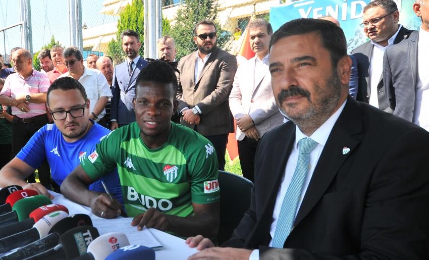 Bursaspor'dan ilk yabancı transferi