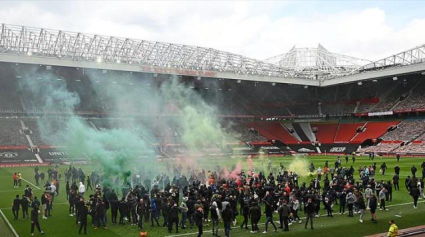 Manchester United taraftarları Liverpool maçı öncesi stadı bastı