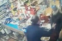 Marketteki maskeli bıçaklı soygun anı kamerada