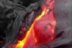 Mayon Yanardağı lav püskürtmeye devam ediyor
