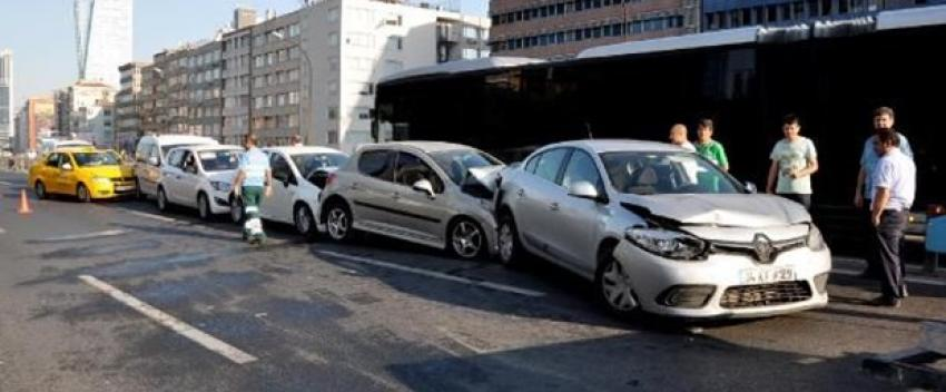 Mecidiyeköy'de zincirleme kaza, D-100'de trafik normale döndü