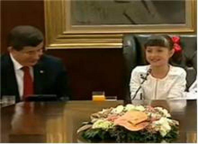 Minik Pelinsu Başbakanlık koltuğunda