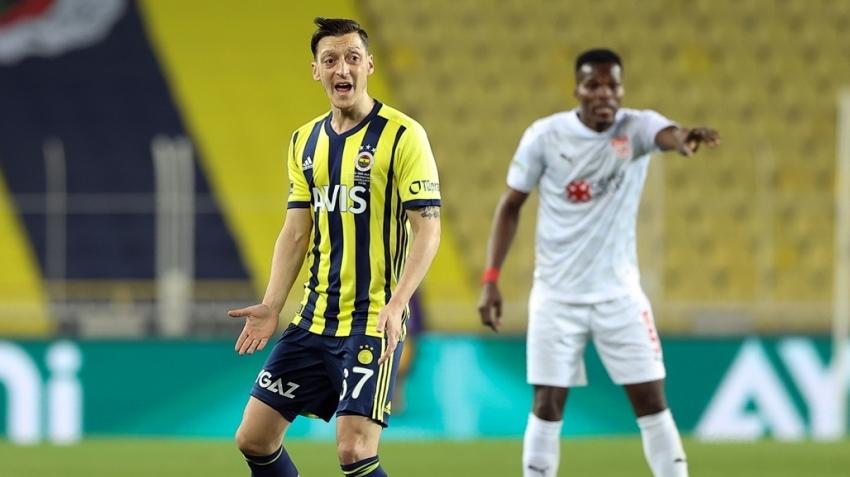Sivasspor'a yenilen Fenerbahçe fırsat tepti