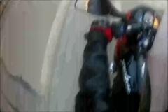 Motosikletli bebek arabasına böyle çarptı