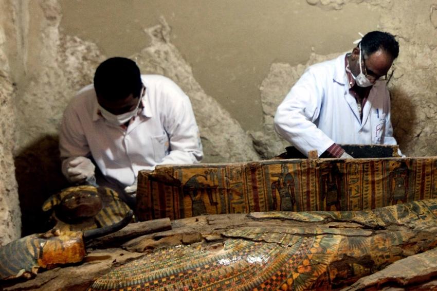 Firavun dönemine ait 6 mumya bulundu