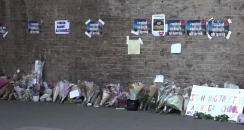 Müslümanlara saldırı düzenlenen yere çiçek bırakıldı