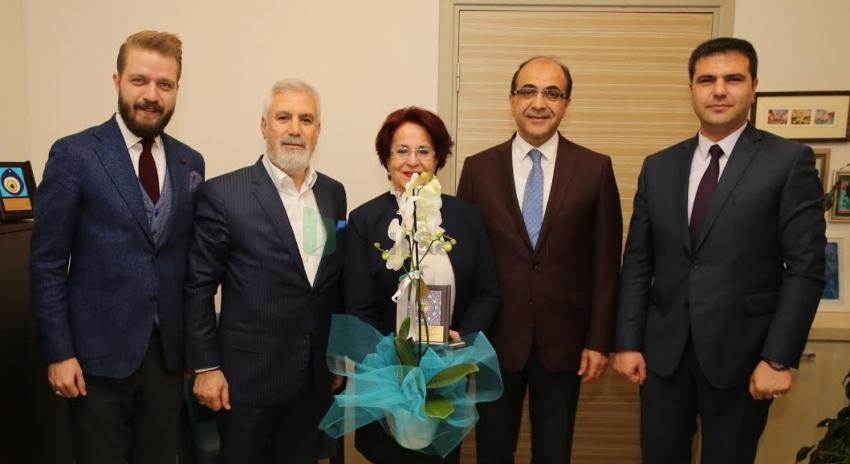 Mustafa Bozbey'den, sağlık çalışanları için saygı çağrısı