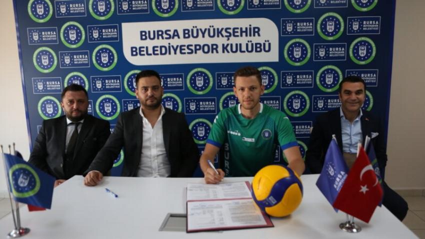 Mustafa Er imza attı!
