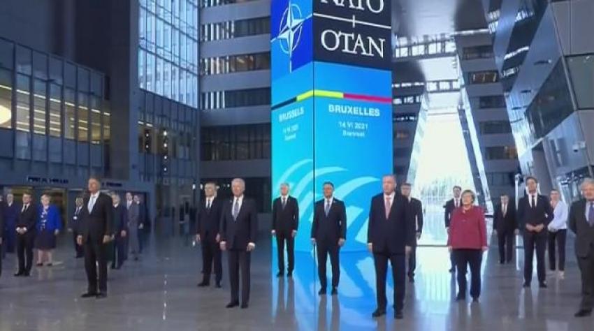 NATO Zirvesi'nde ''aile fotoğrafı''
