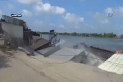 Nehir evleri böyle yuttu