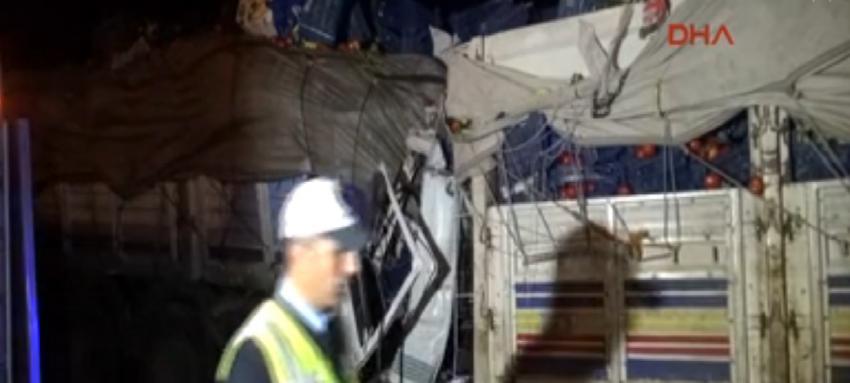 Kamyon, TIR'a çarptı: 1 ölü