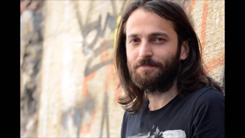 Zafer Plaza'da Akustik Pazar Konserleri Niyazi Koyuncu ile devam ediyor