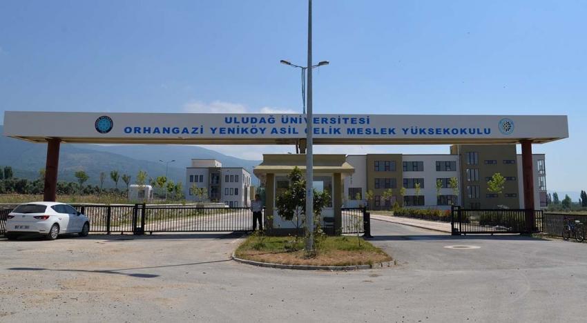 Bursa'da göl manzaralı okul öğrencilerini bekliyor