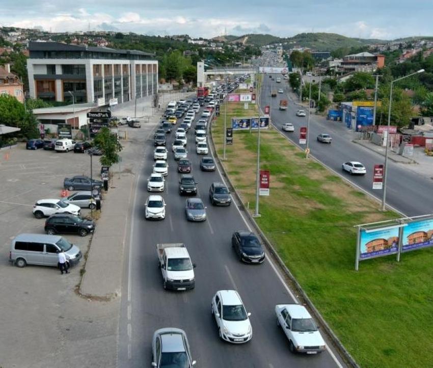 Bursa'da okullar açıldı trafik kilitlendi