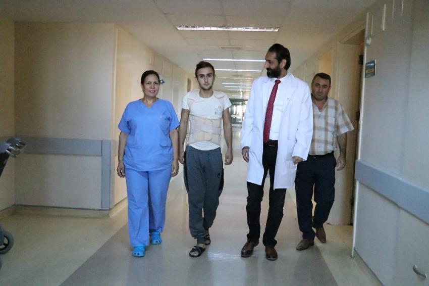 Omuriliği kırıldı, 3 gün sonra yürüdü
