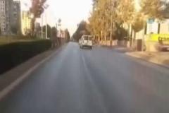 Önündeki kazayı canlı yayından verdi