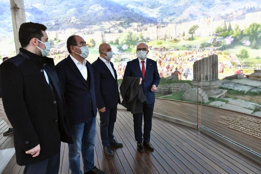 Osmangazi, Türk Kızılay'ın yanında