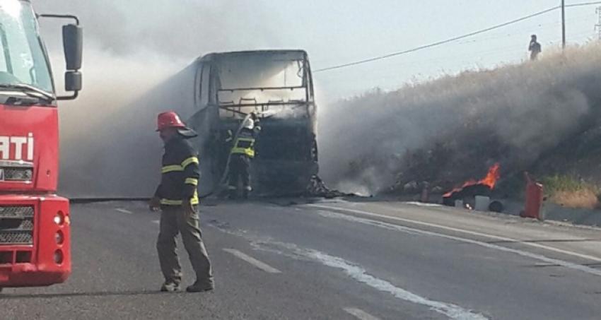 Otobüs bir anda yanmaya başladı!