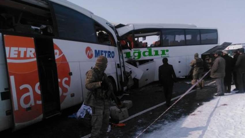 Otobüsler çarpıştı: 8 ölü, 14 yaralı