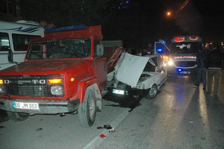 Otomobil kamyonete çarptı: 3 yaralı