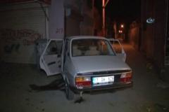 Otomobili duvara çarpıp kaçtılar