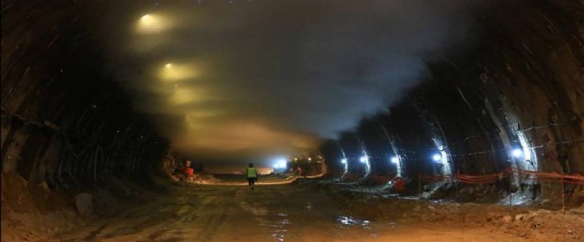 Ovit Tüneli'nde çıkan yangında 10 işçi dumandan etkilendi