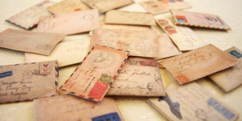 Tembel postacı yüzlerce mektubu...