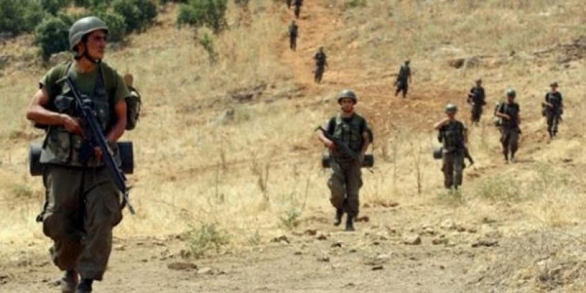 Teröristler askerle çatıştı