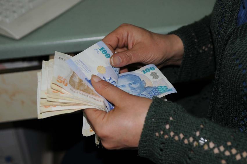 Emeklinin zamlı maaşı Bayram'da