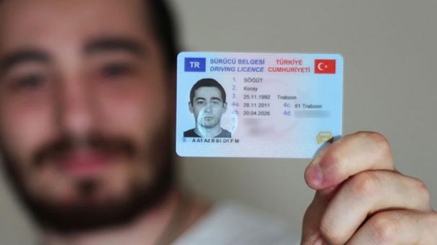 Pasaport ve ehliyet alacaklar dikkat! O süre uzatıldı...
