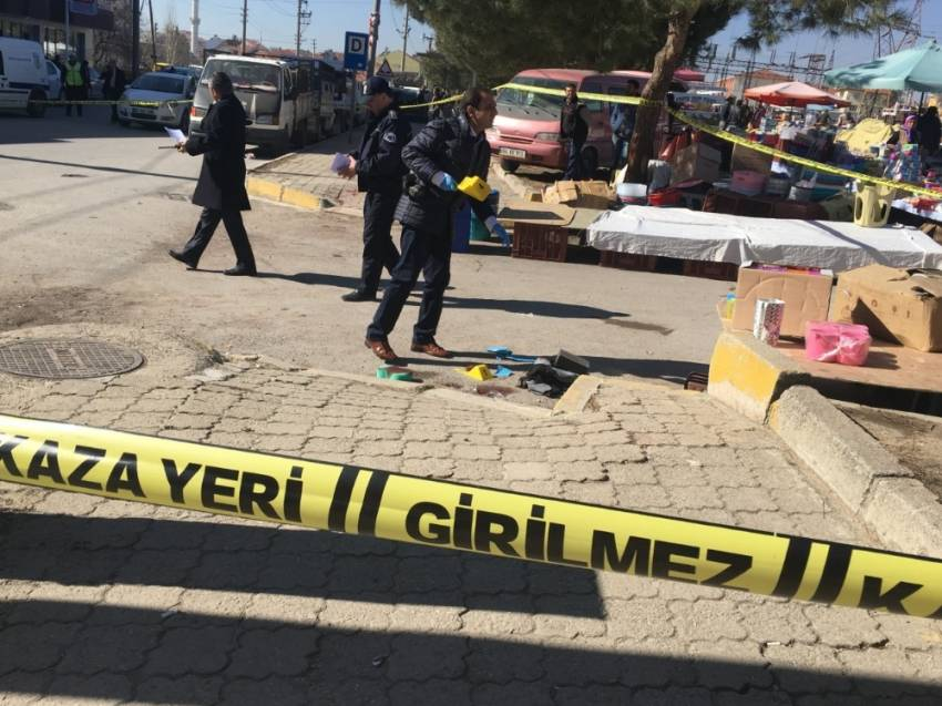Pazar yerinde silahlı kavga: 2 ölü