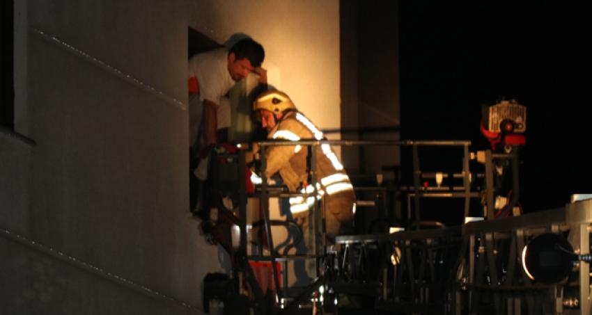 Pendik'te ev yangını 1 kişi yaralandı, 4 kişi dumandan etkilendi