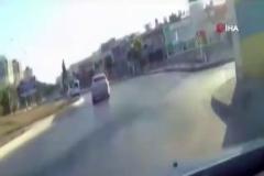 Polisten kaçarken takla attılar, o anlar kamerada