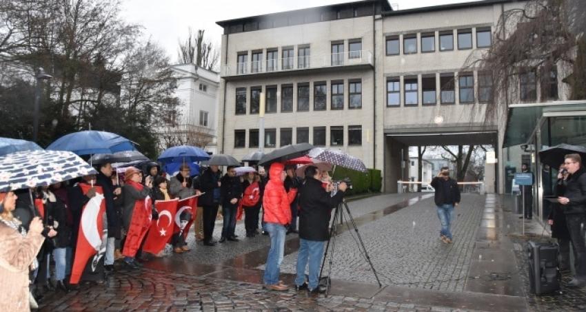 Atatürk yayını Hamburg'da protesto edildi