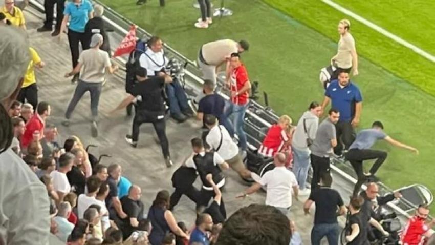 Galatasaray-PSV maçında ortalık karıştı