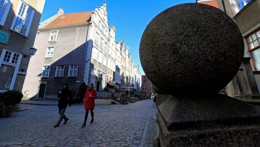 Polonya'da 18 yaşından küçükler tek başına sokağa çıkamayacak